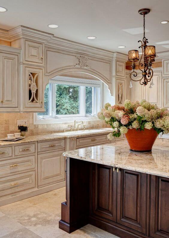 antique white kitchen cabinets