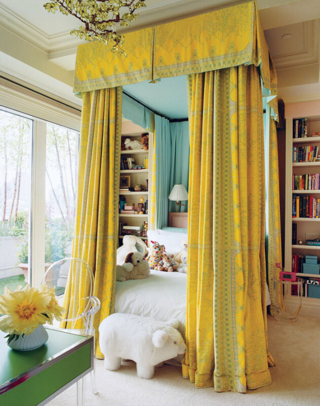 canopy bed decor