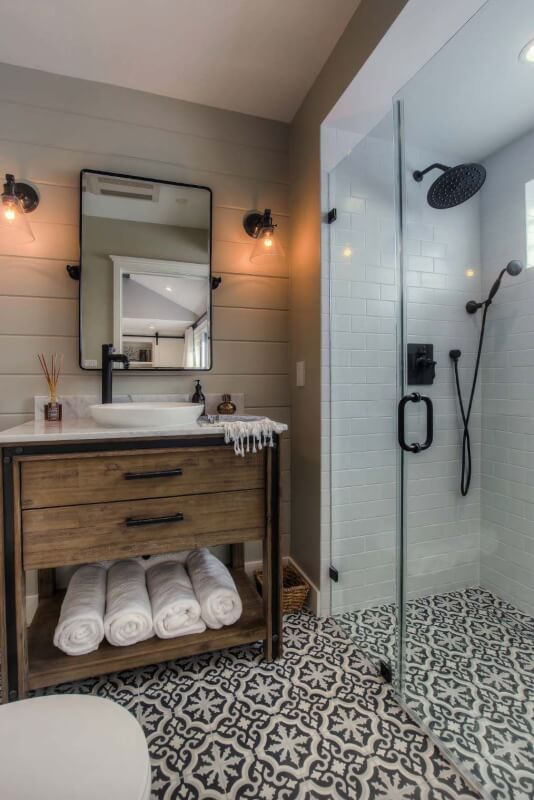 farmhouse style bathrooms