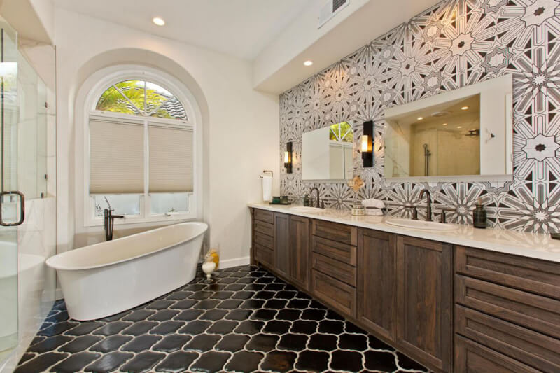 Classic Farmhouse Bathroom