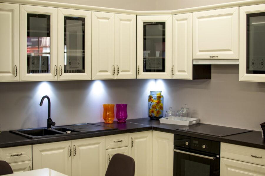Incorporate Shaker Kitchen Cabinets Into Your Kitchen Decor