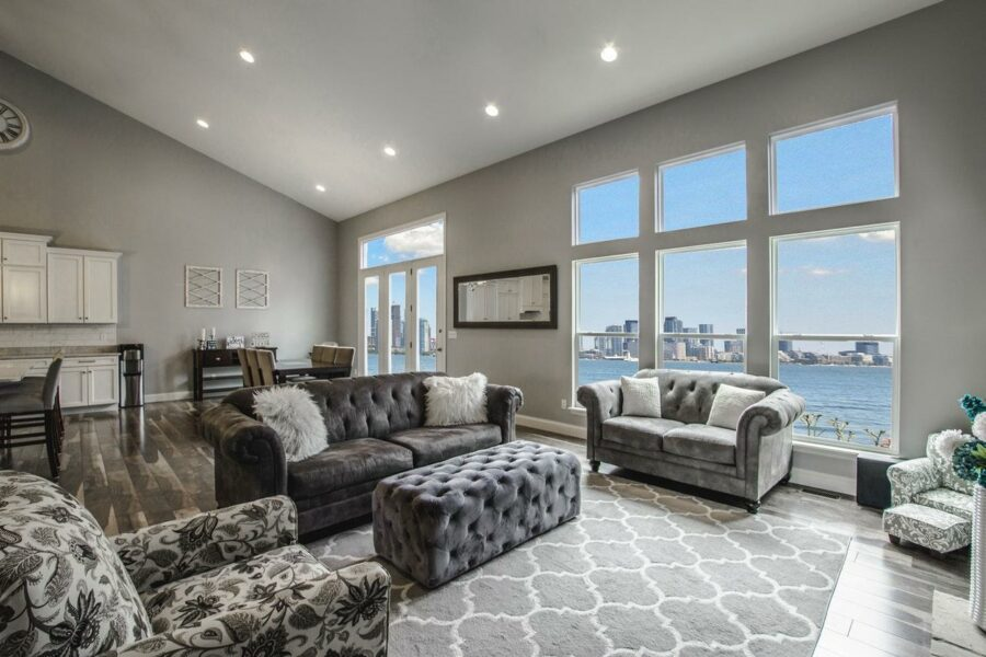 Contemporary living room with an incredible view and a carpet with an intriguing pattern