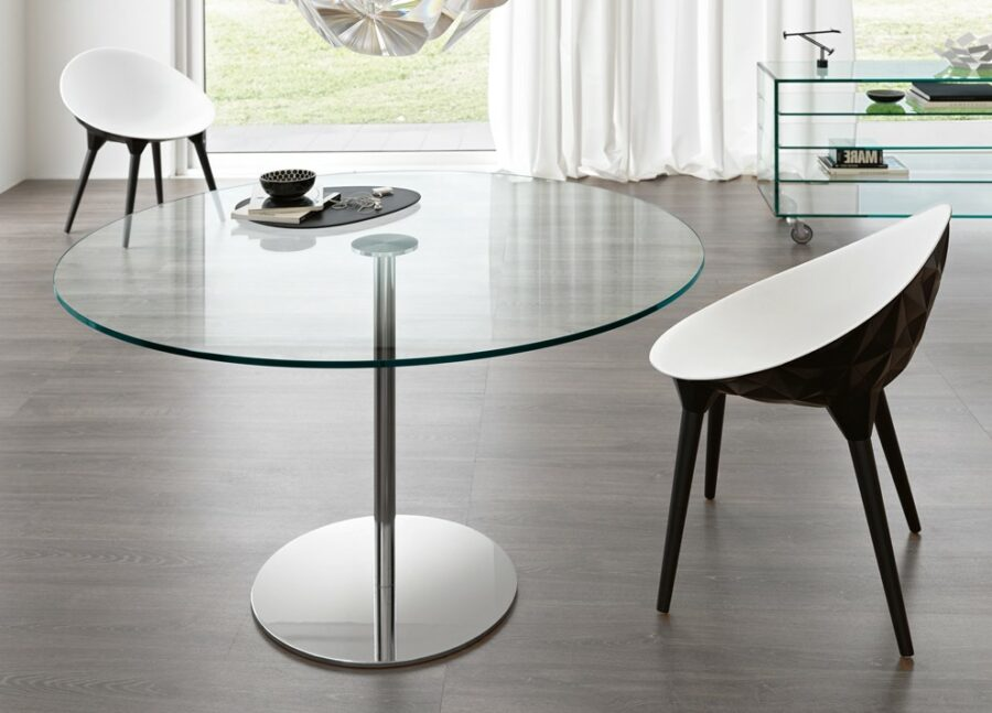 Create a spacious effect with glassy furniture
